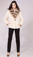 <p>Oyster sheared beaver jacket with Dyed-To-Match cross cut chinchilla shawl collar - Item # SB0083</p>